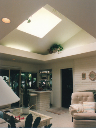 Inside of a living room with a large skylight shaft with lightshelf